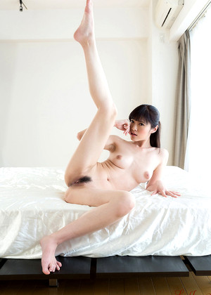 Legsjapan Sara Yurikawa Assics Model Bule