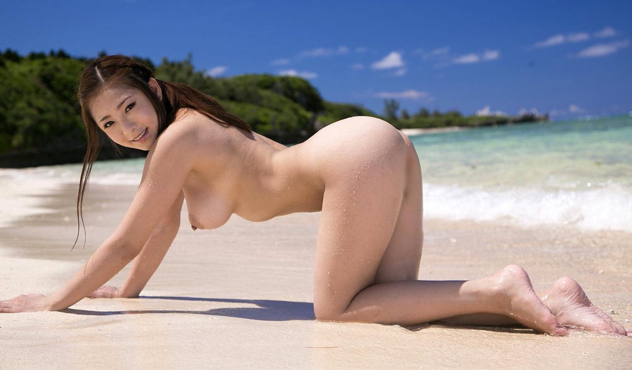 Видео Японки Голышом На Пляже Без Цензуры