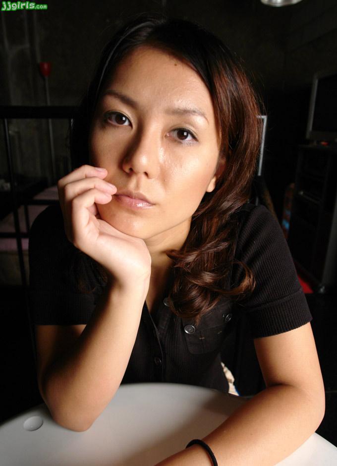 Japanese Momoe Kawamura Siri Handjob Videos Jpg 3