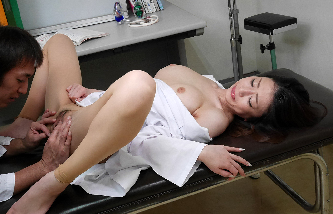 Japanese asian hot woman doctor fucks client on hospital bed
