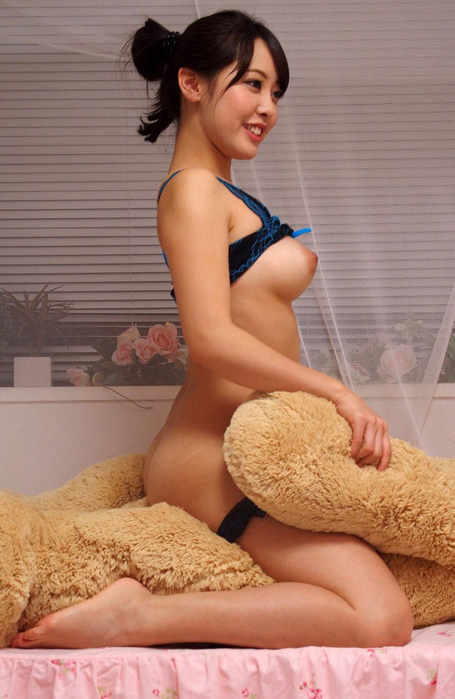 Japanese model nude yukari